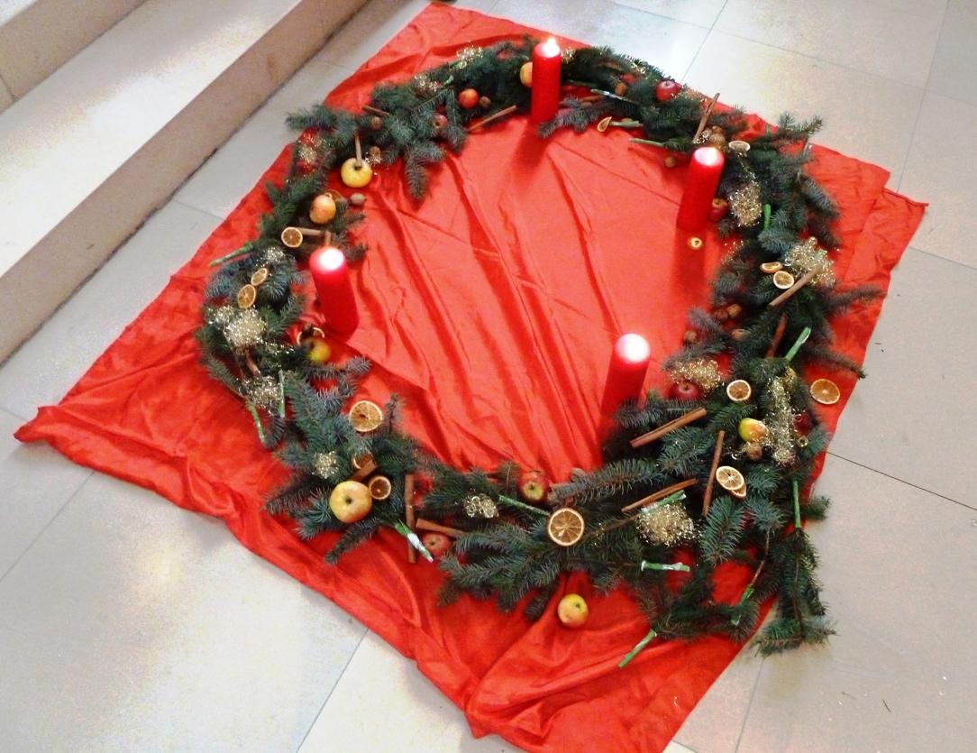 2012 12 gottesdienst f r kleine leute adventskranz. Black Bedroom Furniture Sets. Home Design Ideas